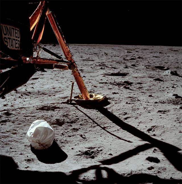 Première photo de Neil Armstrong